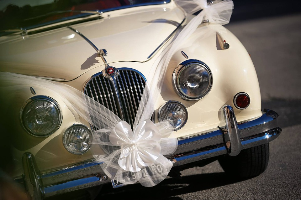 Enrich-Your-Wedding-Day-with-an-Extravagant-Car